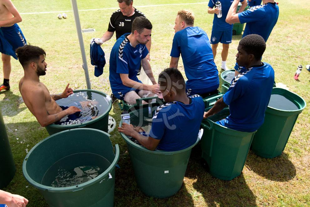 230618_training_warm_up_ice_buckets_02.j